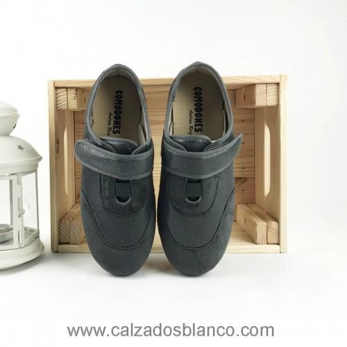 Andrea Cerrada Velcro 2001 (9-140)
